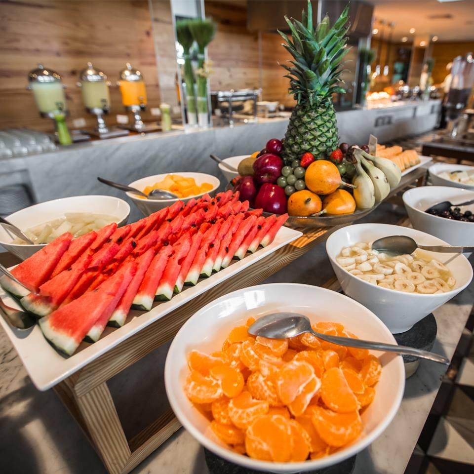 Los mejores buffet de lima mesa 24 7 for Mesa desayuno