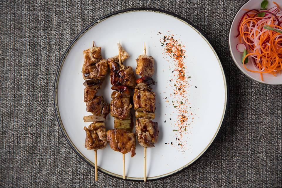 Jueves de Yakitori- brochetas de pierna de pollo a la parrilla con negi y salsa teriyaki. #Oishii #LaCarta