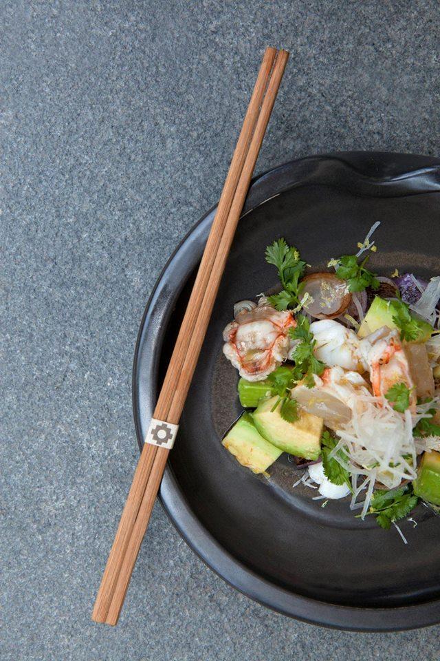 Nuevo- Yuzu Lobster Salad, una agradable combinación de langosta, palta, piel de cítricos, yuzu-ponzu, chalotes al wok y culantro
