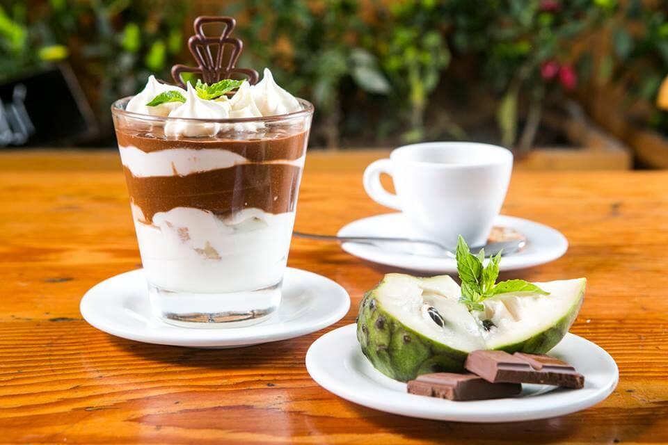 -Bomba de Nutella con Chirimoya y Merengue