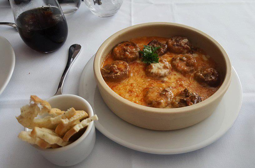 Champiñones alla Caponata, bañados en su propia salsa gratinados
