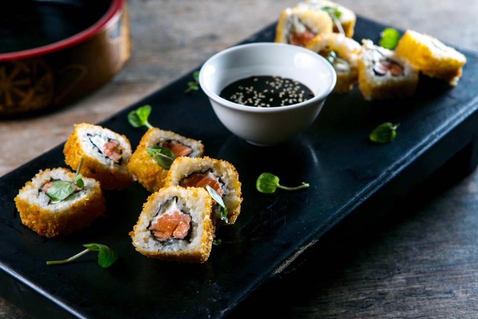 queso-crema-palta-y-salmon-empanizado-con-panko-y-frito-matsuei-mai-2