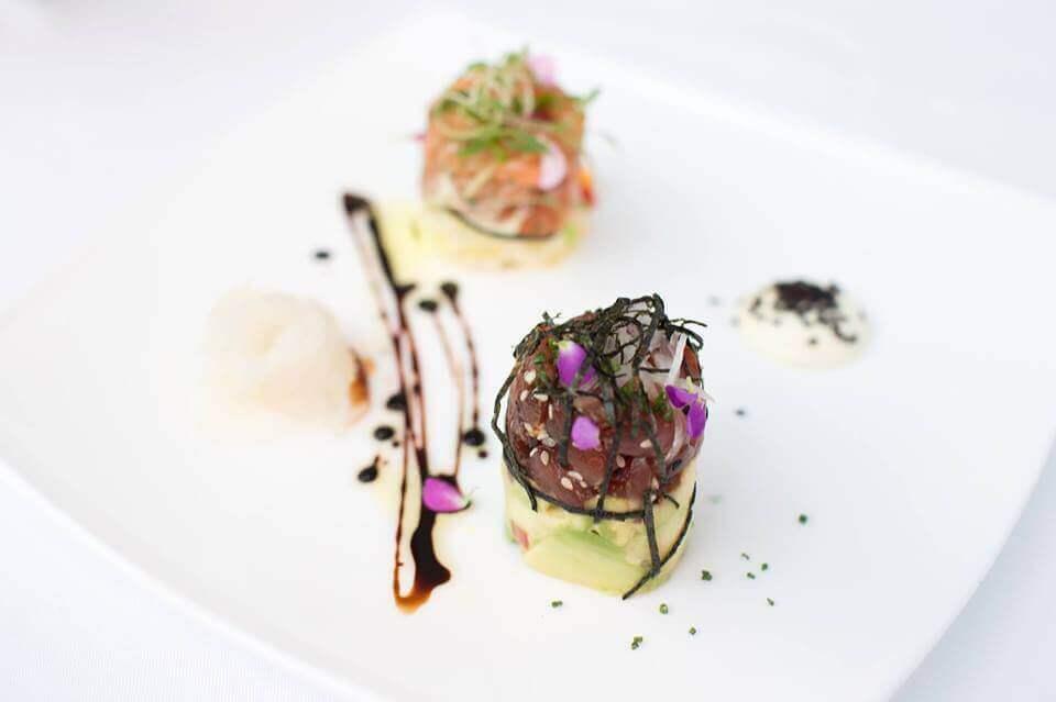 doble-tartare-de-atun-y-salmon-y-emulsion-acevichada-tragaluz