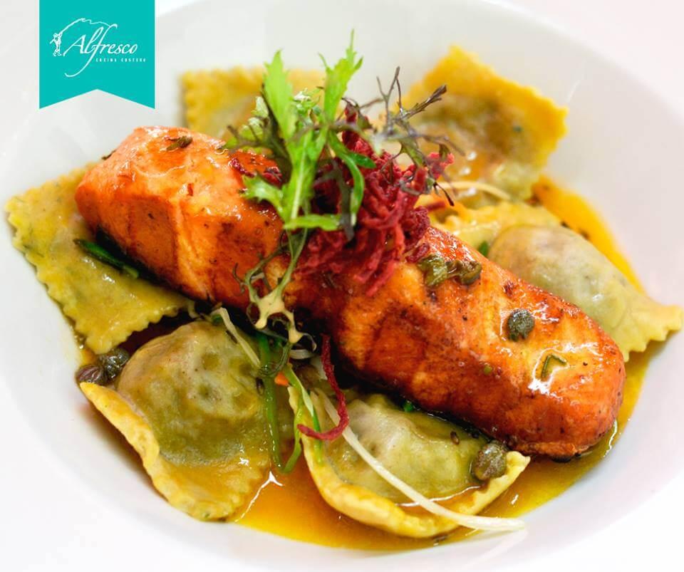salmon-al-estilo-nueva-menier-con-ravioles-alfresco